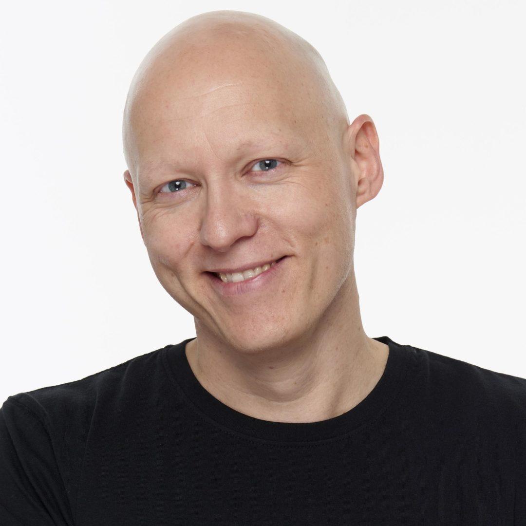 Joachim Skage Daglig leder & nestleder i styret Reis Deg Komikerklubb